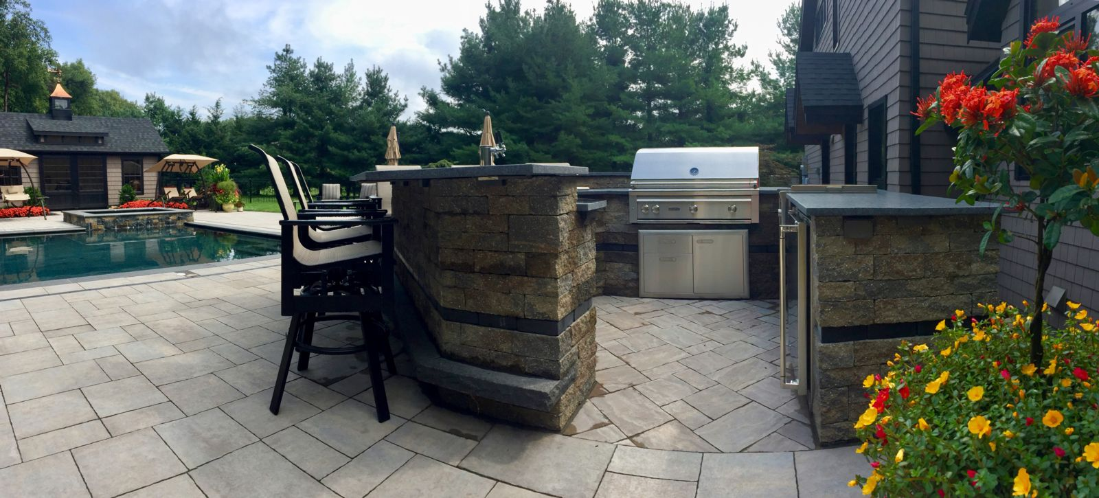 8 Must-Have Features for Your Farmington, CT, Outdoor Kitchen